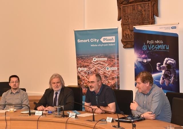Foto ztiskové konference